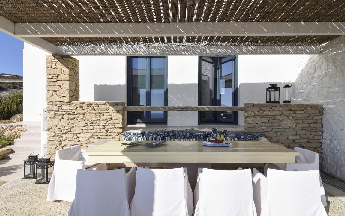 Villa Porithea_ Terrace Dining table