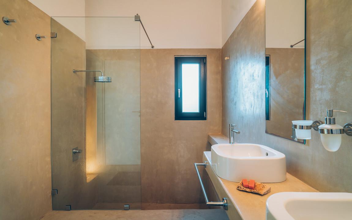 Master Bedroom's Bathroom
